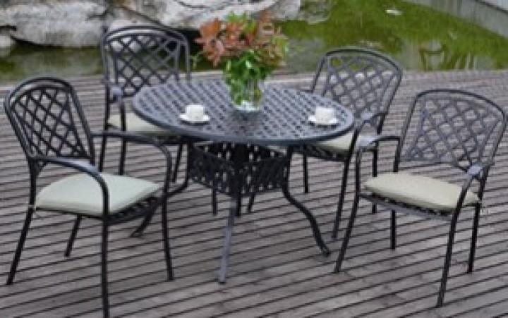 AKS Leets Dining Set 1 Tisch, 4 Sessel Aluguß, bronze